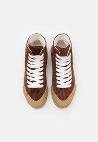 Good News - PALM UNISEX - Höga sneakers - brown/white - 3