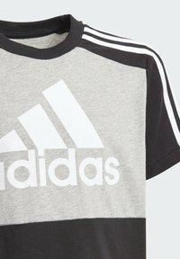 adidas Performance - COLORBLOCK T ESSENTIALS SPORTS REGULAR T-SHIRT - Print T-shirt - grey - 2