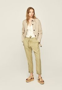 Pepe Jeans - DRIFTER - Stoffhose - herb - 1