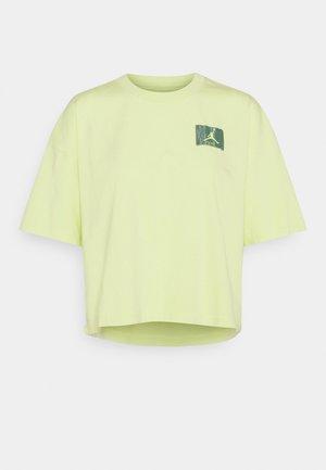 ESSENTIAL BOXY TEE - Camiseta estampada - limelight