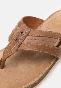 Pier One - Sandály s odděleným palcem - brown - 5