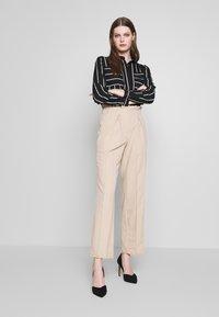 ONLY - ONLFREYA  - Button-down blouse - black/cloud dancer - 1