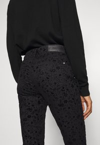 Desigual - PANT WALLPAPER - Slim fit jeans - black - 5