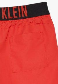 Calvin Klein Swimwear - MEDIUM WAISTBAND DRAWSTRING INTENSE POWER - Badeshorts - red - 2
