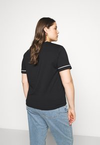 Calvin Klein Jeans Plus - EMBROIDERY TIPPING TEE - Print T-shirt - black - 2