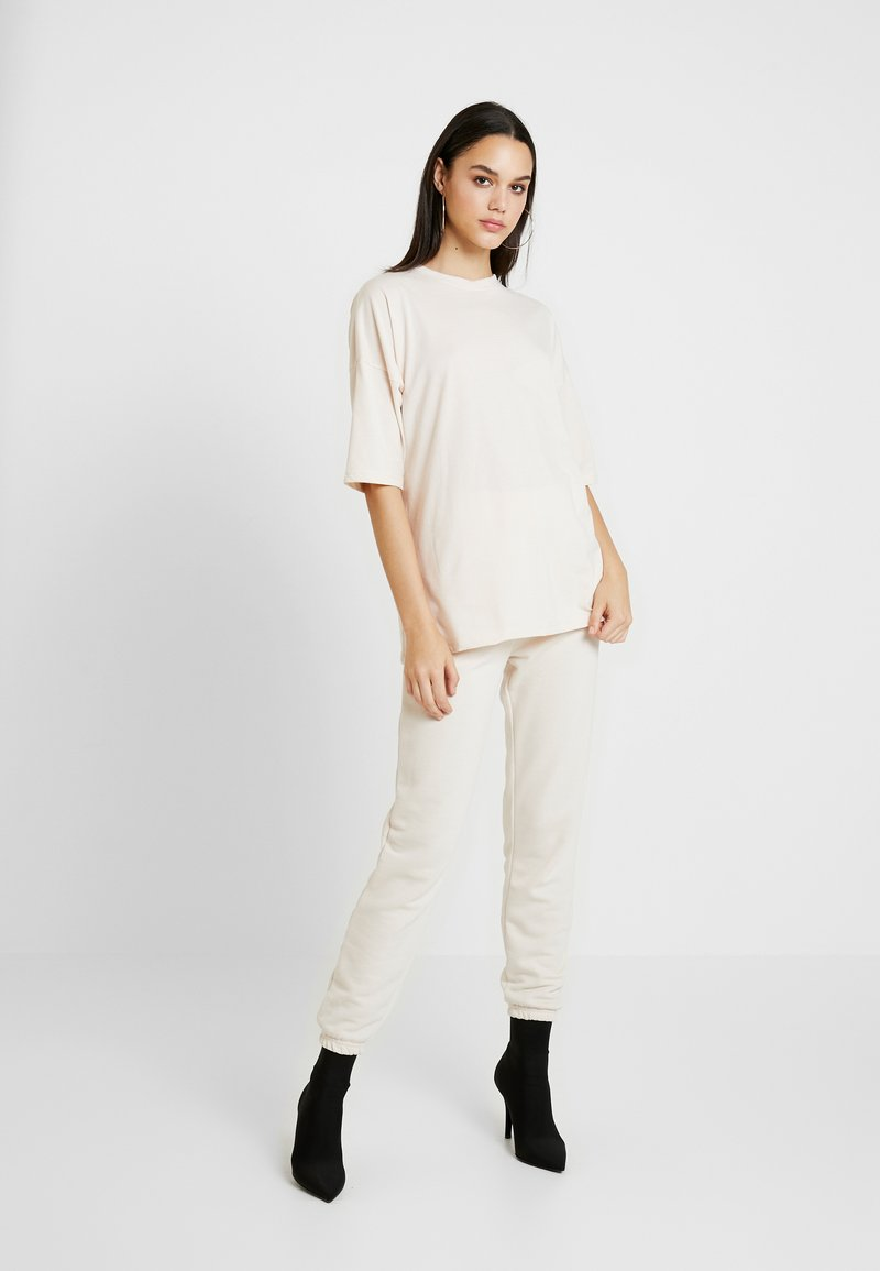 Missguided - JOGGER SET - Tracksuit bottoms - stone