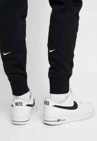 Nike Sportswear - Pantalones deportivos - black/white - 4