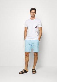 Tommy Hilfiger - POCKET TEE - Basic T-shirt - white - 1