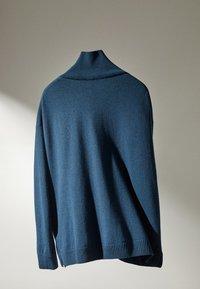 Massimo Dutti - MIT WEITEM AUSSCHNITT - Trui - blue - 3