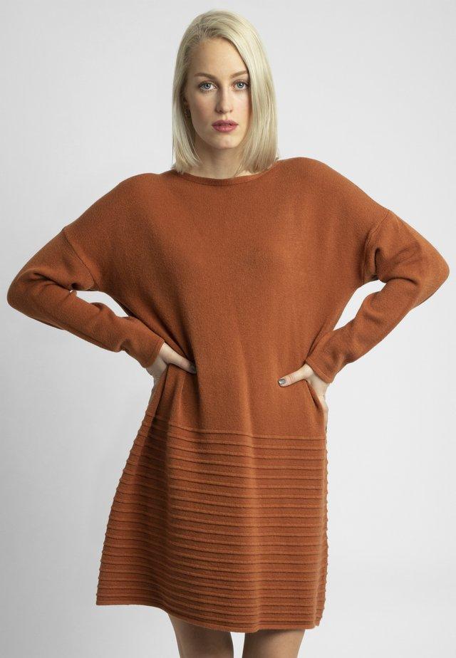 Jumper dress - karamel