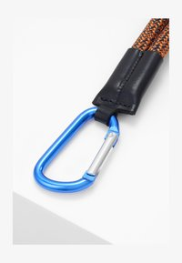 CLOSED - Keyring - hot orange - 1