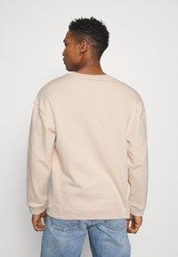 adidas Originals - SILICON CREW UNISEX - Sweatshirts - halo ivory - 2