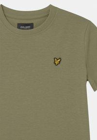 Lyle & Scott - CLASSIC  - Basic T-shirt - oil green - 2