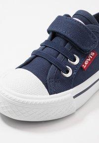 Levi's® - MAUI UNISEX - Trainers - navy - 2