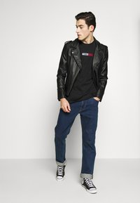 Tommy Jeans - EMBROIDERED LOGO TEE - Print T-shirt - black - 1