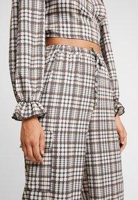 NEW girl ORDER - CHECK PRINT TROUSERS - Spodnie materiałowe - multi - 4