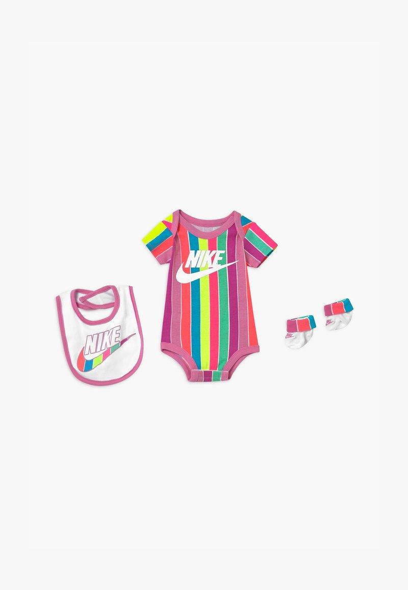 Nike Sportswear - FUTURA SET - Print T-shirt - magic flamingo