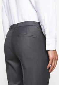 HUGO - HESTEN - Pantalon classique - medium grey - 4
