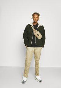 Lee - SHERPA JACKET - Light jacket - rosin - 1