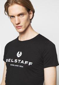 Belstaff - T-shirt con stampa - black - 3