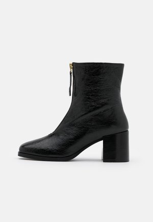 CLARA - Stiefelette - black