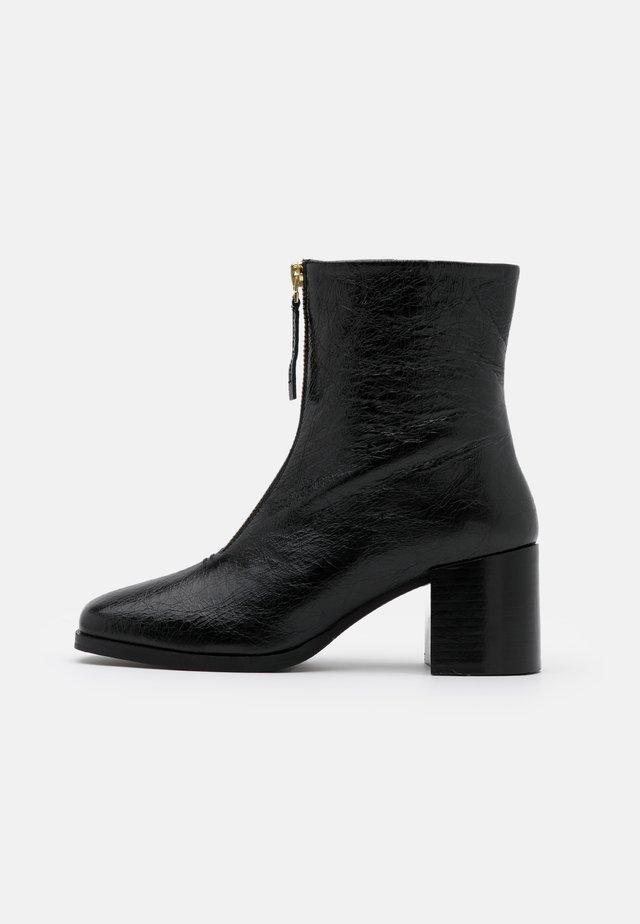 CLARA - Støvletter - black