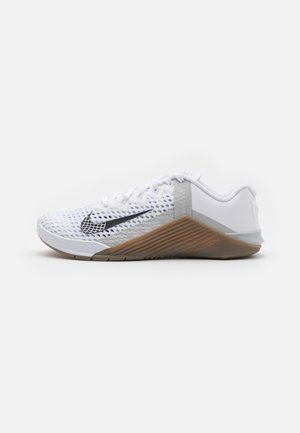 METCON 6 UNISEX - Sports shoes - white/black/dark brown/grey fog/white