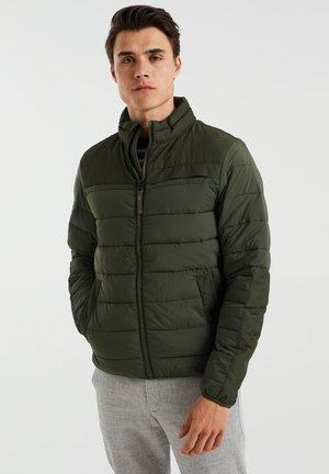 GEWATTEERDE WATERAFSTOTENDE - Winter jacket - dark green