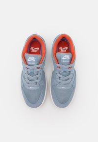 Nike SB - ALLEYOOP UNISEX - Trainers - obsidian mist/white/obsidian mist/light brown/team orange - 3