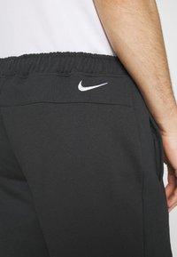 Nike Sportswear - RETRO  - Kraťasy - off noir - 4