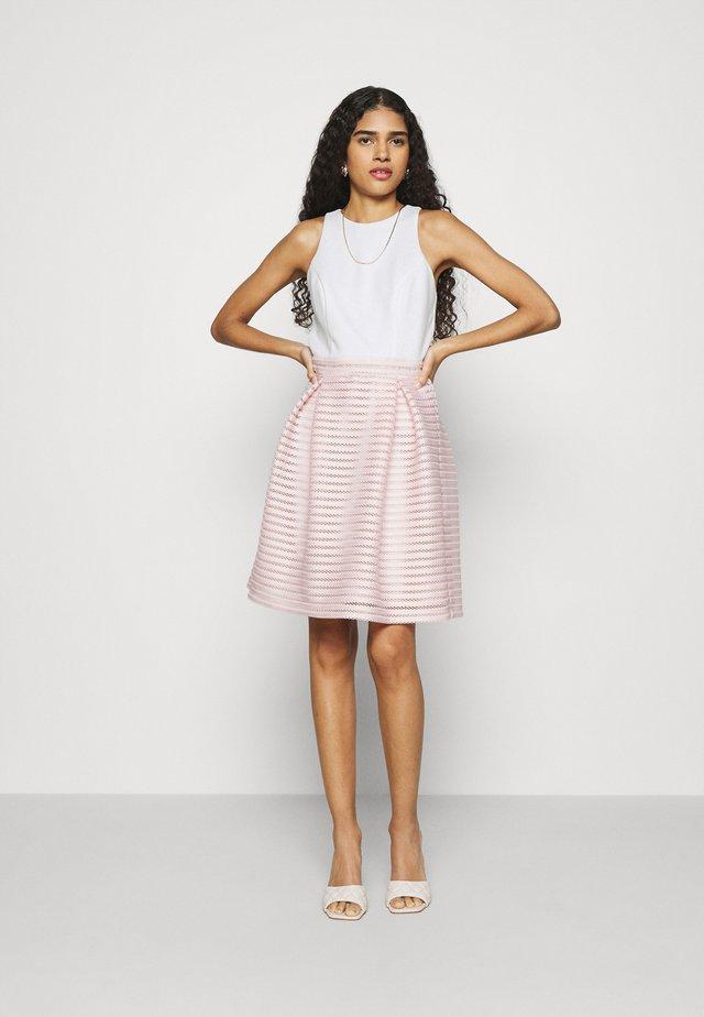 Koktejlové šaty/ šaty na párty - peach blush/ivory