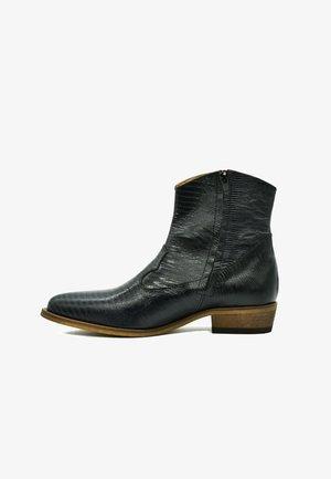 Cowboy/biker ankle boot - black laser