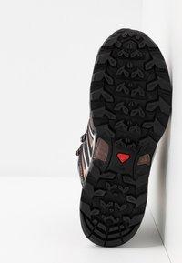 Salomon - X ULTRA 3 MID GTX  - Hiking shoes - peppercorn/black/coral almond - 4