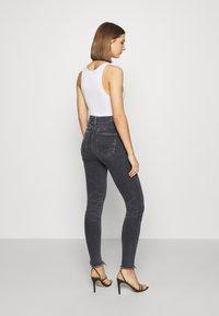 American Eagle - SUPER HI-RISE - Slim fit jeans - blue black - 2