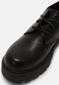 Koi Footwear - VEGAN VENT CLASSIC  - Snøresko - black - 5