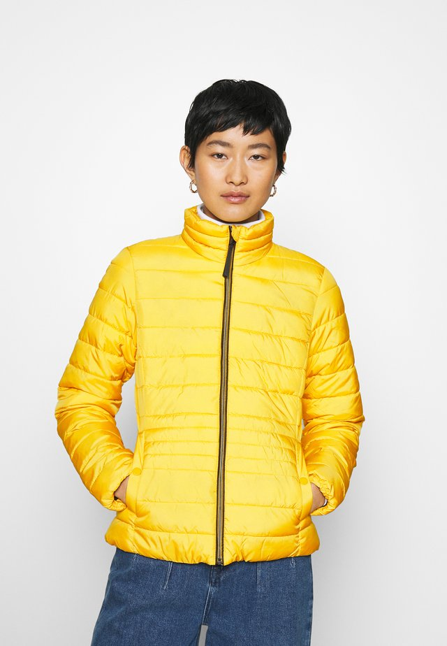 ULTRA LIGHT WEIGHT JACKET - Chaqueta de invierno - california sand yellow
