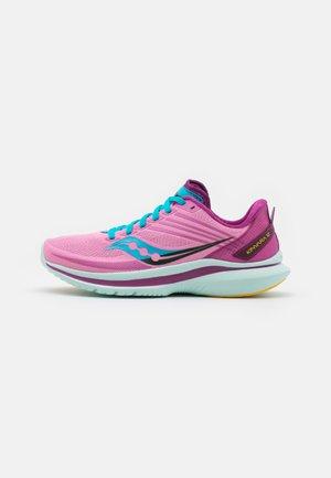 KINVARA 12 - Neutrální běžecké boty - future pink