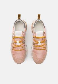 CLOSED - SPUNKY - Sneakersy niskie - amaranth red - 4