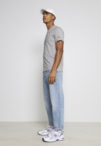 Champion Rochester - CREWNECK NINTENDO - T-shirt imprimé - mottled grey - 4