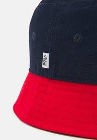 BOSS Kidswear - BUCKET HAT UNISEX - Hat - navy - 3