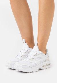 Nike Sportswear - ZOOM AIR FIRE - Sneakers laag - photon dust/white/summit white - 0