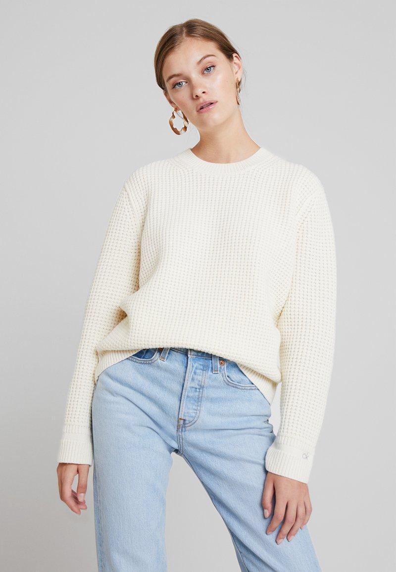 Calvin Klein - TEXTURE CREW NECK - Jumper - white
