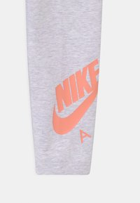 Nike Sportswear - FAVORITES - Leggings - Trousers - purple chalk - 2