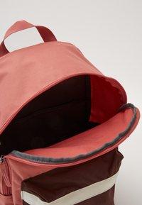 Nike Sportswear - HERITAGE - Sac à dos - canyon pink/earth/pale ivory - 4