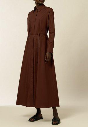 DINA VIOLA - Shirt dress - marsalla