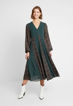 YASFARAH MIDI DRESS - Denní šaty - ponderosa pine