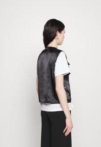 Missguided - ZIP THRU POCKET DETAIL WAIST COAT - Waistcoat - black - 2