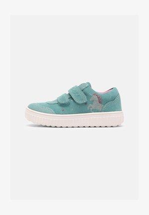 YILVI - Sneakers laag - caribic