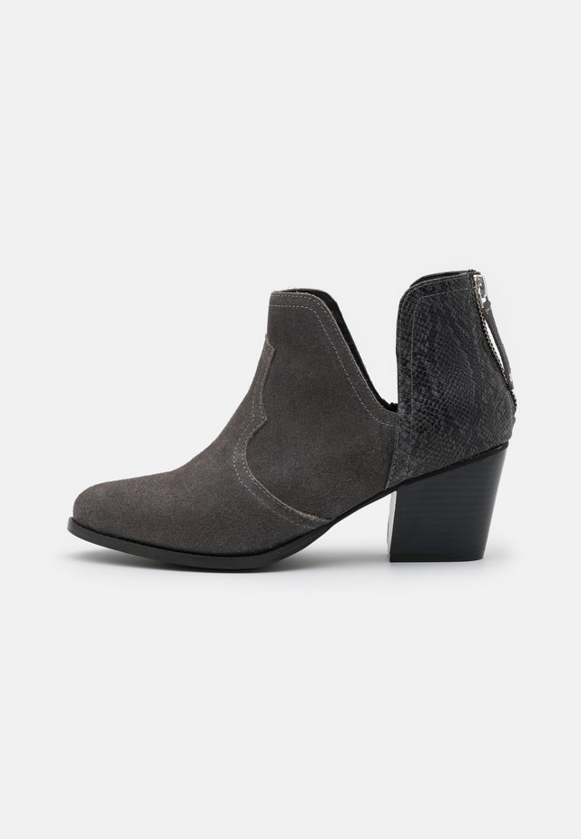 WIDE FIT CLOUDY - Ankle boots - grey
