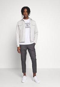 New Look - GRID CROP - Kalhoty - light grey - 1